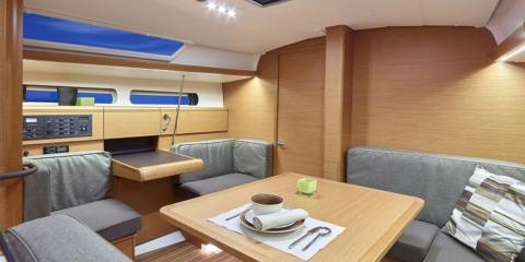 Moorings 419 seating area
